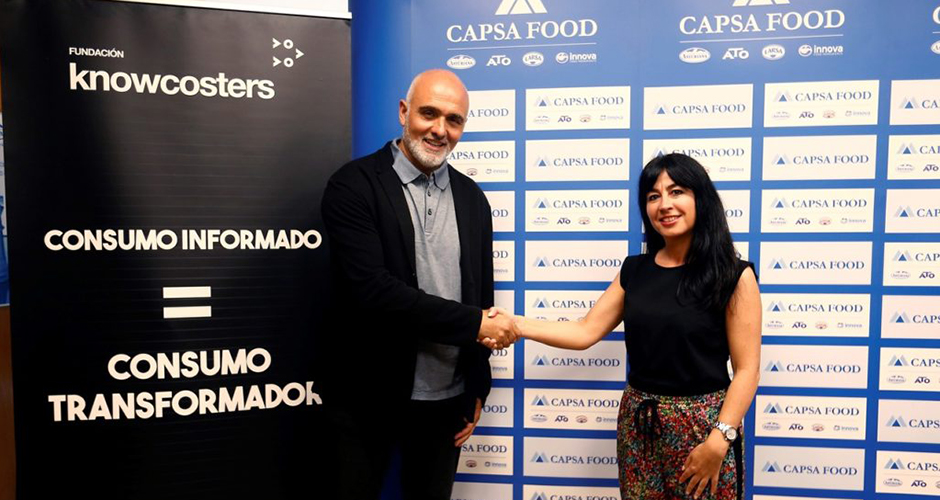 Miguel Conde-Lobato, fundador de la Fundación Knowcosters, y Charo Suárez, directora de Finanzas de Capsa Food.